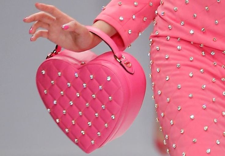 Moschino Borse primavera estate 2015: Barbie Girls tutte in Rosa Shocking Moschino borse primavera estate 2015 cuore
