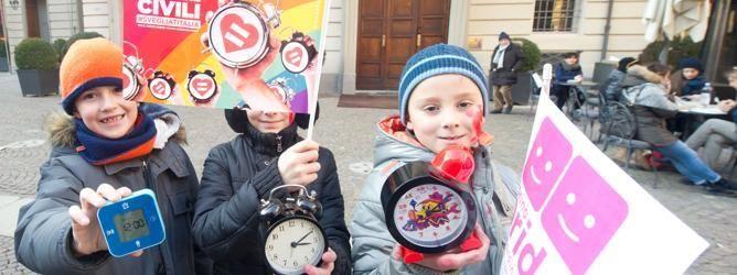 Ottomila alla manifestazione per i diritti civili a  Torino. I bambini non hanno bisogno di due genitori di sesso diverso, hanno bisogno di due genitori che si amano! #svegliatitalia