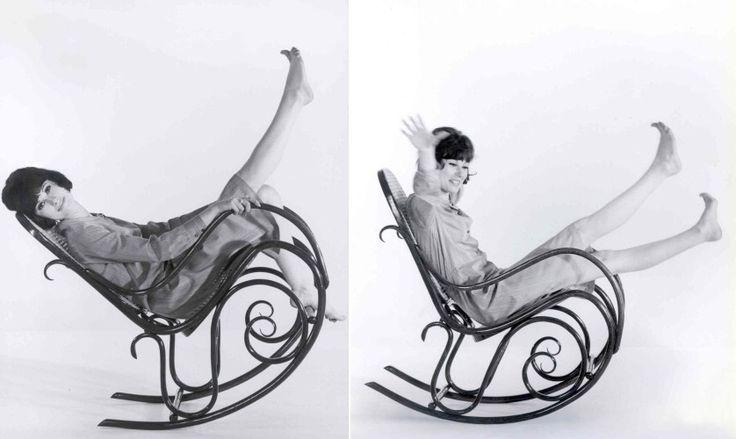 Michael Thonet: 1830 trabalhava como carpinteiro. Desenvolveu uma tecnica de dobrar madeira. Fazia moveis no estilo Beidermeier para a alta burguesia eurupeia. Sua tecnica era: usava faggio rosso com vapor de agua , depois consegue a curvatura quimico mecanica do legno . Usava maquinas que ele mesmo havia desenvolvido. Suas cadeiras eram caracterizadas pela força e sutileza.