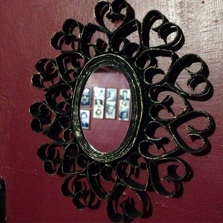 Mirror decorated with paper and cartons. Espejo decorado con papel y cartón. Proyectos de Reciclaje. #DIM #DIY #Reciclaje #Recycling