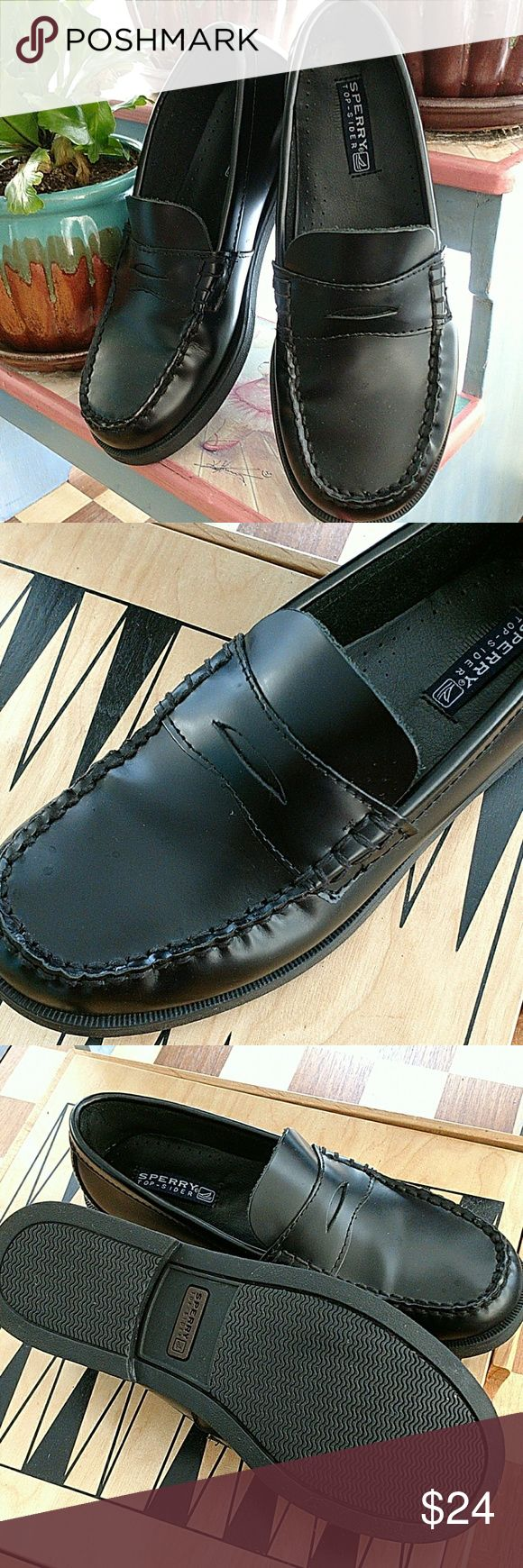 BOYS SPERRY DRESS TOP - SIDER BLACK LEATHER LOAFER Boys COULTON SPERRY TOP-SIDER  black leather penny loafers...You know how much kids hate dress shoes...Why pay an outrageous amount for a quality shoe to wear a few times.Boys size 3.5 ...Great condition Sperry Top-Sider Shoes Dress Shoes