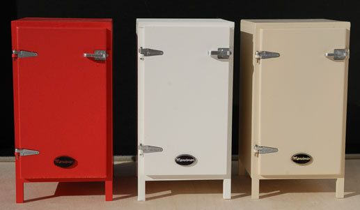 Small cooler with opening door, shelves and drawers. It hasn't an icebox. You can choose your color and buy it. Size: High: 10cm, Width: 5,9cm, Depth: 5,2cm