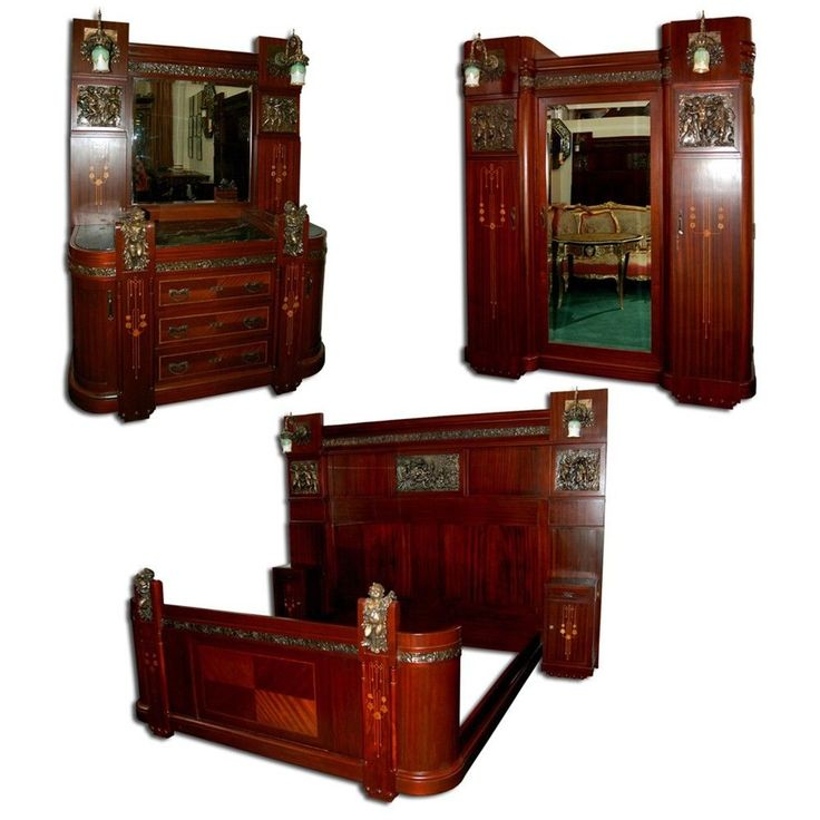 1197 Early-20th C. 3-Piece Italian Mahogany King-Size Bedroom Suite #Victorian