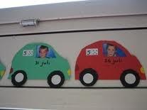 In de file! Plak de foto van de kinderen in het raam en schrijf de datum van de verjaardag in de auto.