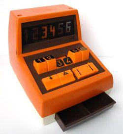 Ancienne caisse enregistreuse jouet en plastique des années 70   Muriel avait la même