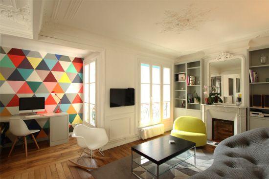 Papier peint Mosaic de Minakani lab dans un appartement haussmanian rénové par l'achitecte Camille Hermand.