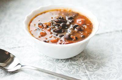 Zupa z czarnej fasoli z duszonymi warzywami » Jadłonomia · wegańskie przepisy nie tylko dla wegan