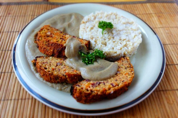 Tofu-fazolová sekaná s žampiónovým přelivem
