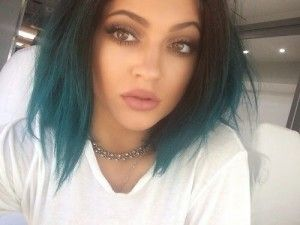 Usta Kylie Jenner krok po kroku – tutorial  http://www.stylowkidlanastolatek.pl/usta-kylie-jenner-krok-po-kroku-tutorial/