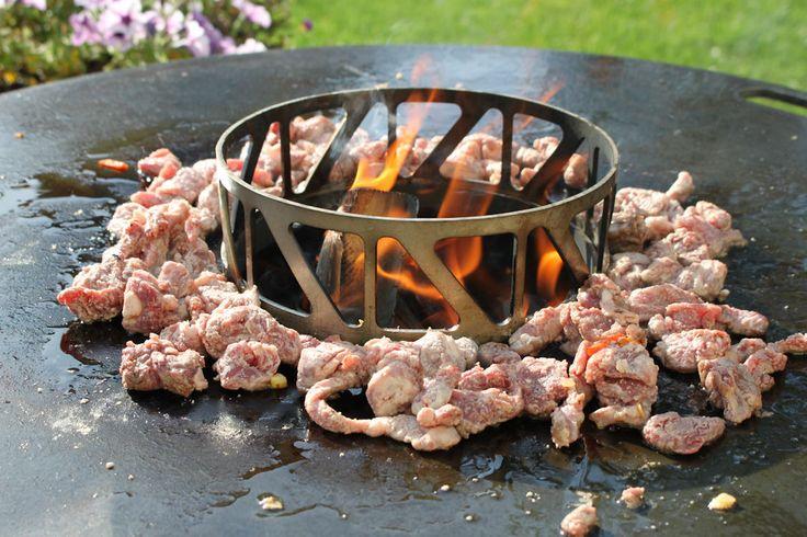 Mongolisches BBQ mit Rindfleisch von der Feuerplatte