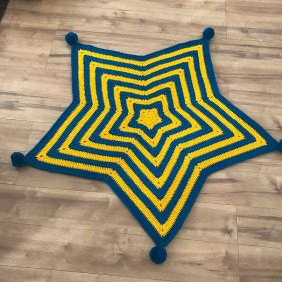 作り方blog大変お待たせしてしまいました。  週6フルタイム勤務なので、本当時間がないー。  それでは星のモチーフの作り方です。  編み図が読める方はこちらをどうぞ。   うーん、編み図だけではちょっと分かりにくいですね。  編み方と一緒にご覧ください。  まずは作り目、鎖編み...