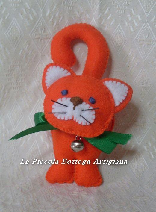 Gatto in pannolenci arancione