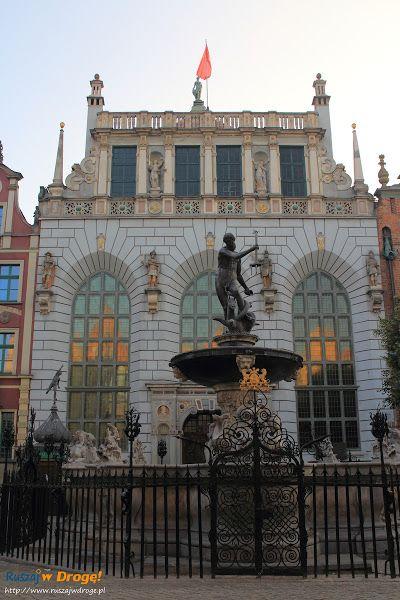#Fontanna Neptuna #Gdańsk i Dwór Artusa w tle., #Poland