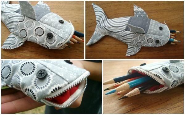 В данной статье мы расскажем, как сшить забавный школьный пенал своими руками. Наш пенал будет выполнен в виде зубастой акулы, в пасть которой помещаются ручки, карандаши и фломастеры. Пенал-акулу можно сшить из цельного куска ткани или из лоскутов