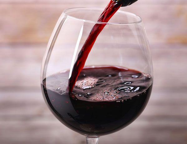 El vino tinto puede ayudar al organismo a quemar grasas: http://www.muyinteresante.es/salud/articulo/beber-vino-tinto-puede-ayudar-a-quemar-grasas-391423483691