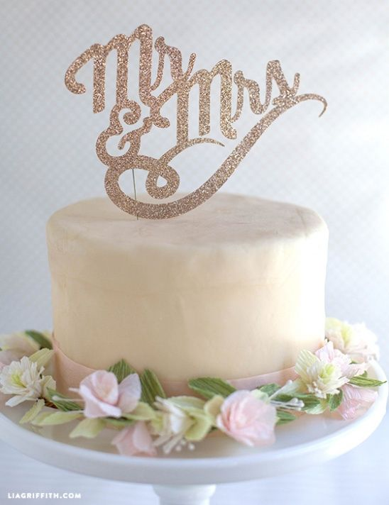 DIY Wedding cake toppers by lia griffith   Project   Papercraft / Weddings   Kollabora