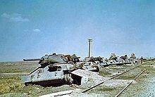 Т-34 — Т-34-76 производства СТЗ. Остатки эшелона, разбитого немецкой авиацией под Воронежем. 1942 год