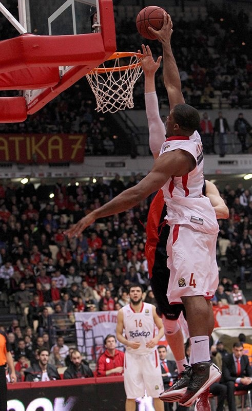 Incredible Kyle Hines (#Olympiacos BC)