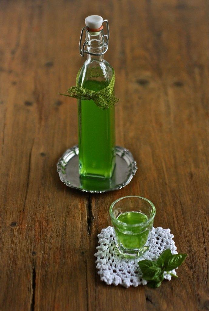 Liquore digestivo al basilico
