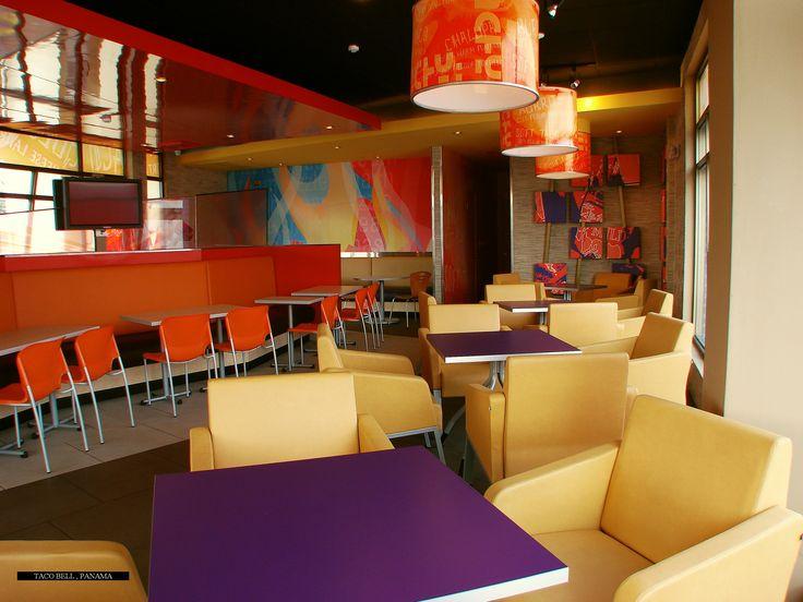 El Restaurante Taco Bell en Panamá, transformó sus espacios con la poltrona mobel básico, mesas k y bancos ío.