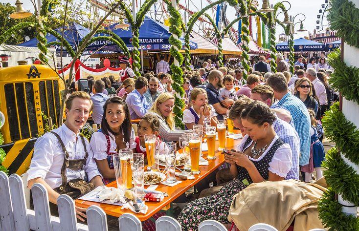 Jetzt geht's het Oktoberfest in München weer los! Zaterdag tapte de burgemeester van München het eerste vat bier en daarmee werd het bierfestival officieel geopend. #Oktoberfest #munchen