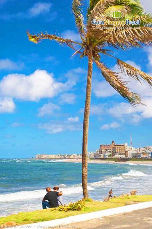 A Praia de Pituba localiza-se a 10 km do Centro no Bairro Pituba, que tem uma das melhores infraestruturas da cidade.   Saiba mais >>> http://www.guiaviagensbrasil.com/blog/guia-completo-de-salvador/