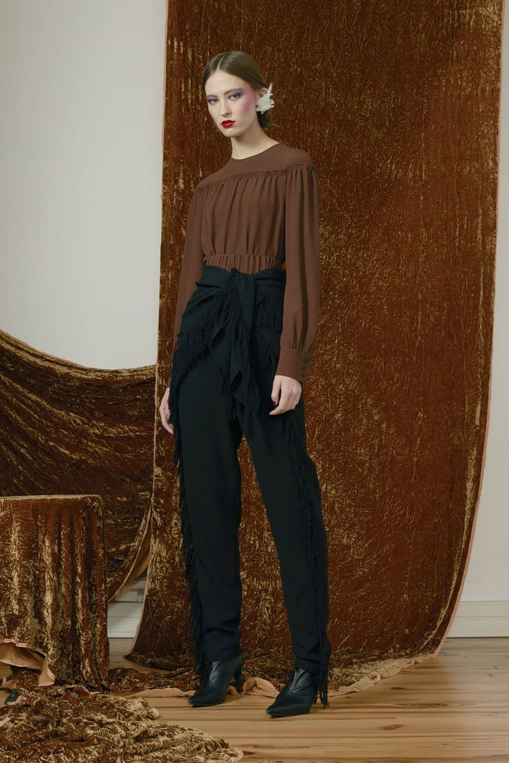 Véronique Leroy Pre-Fall 2017 Collection Photos - Vogue