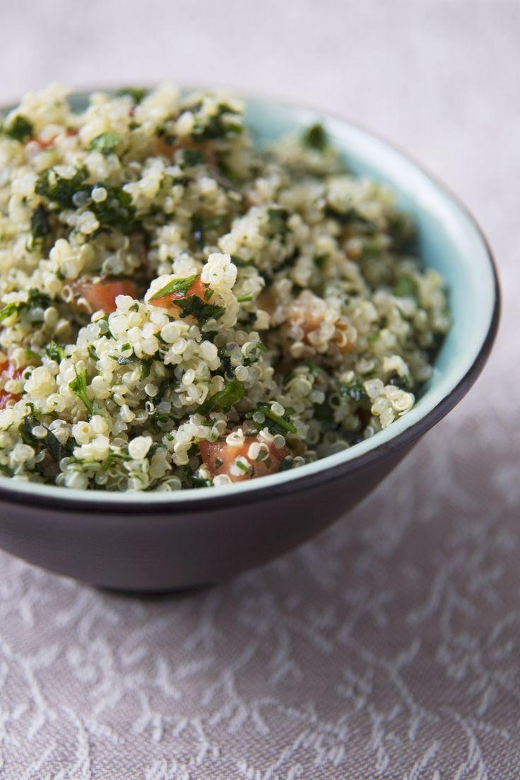Bulgur e quinoa sono un ottimo sostituto a riso e pasta, questa è una ricetta di base da poter arricchire a piacimento: ecco la ricetta di Agrodolce.