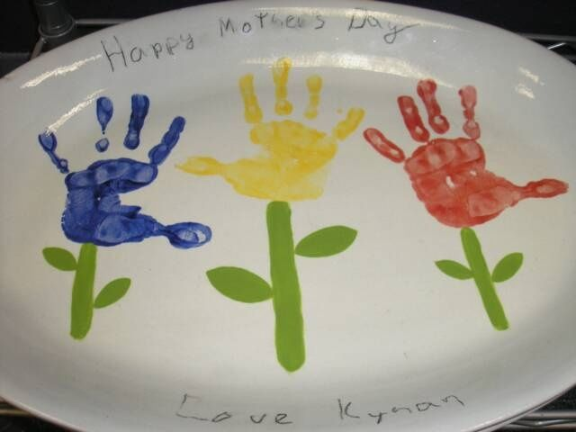 1000 images about hand print ideas on pinterest for Handprint ceramic plate ideas