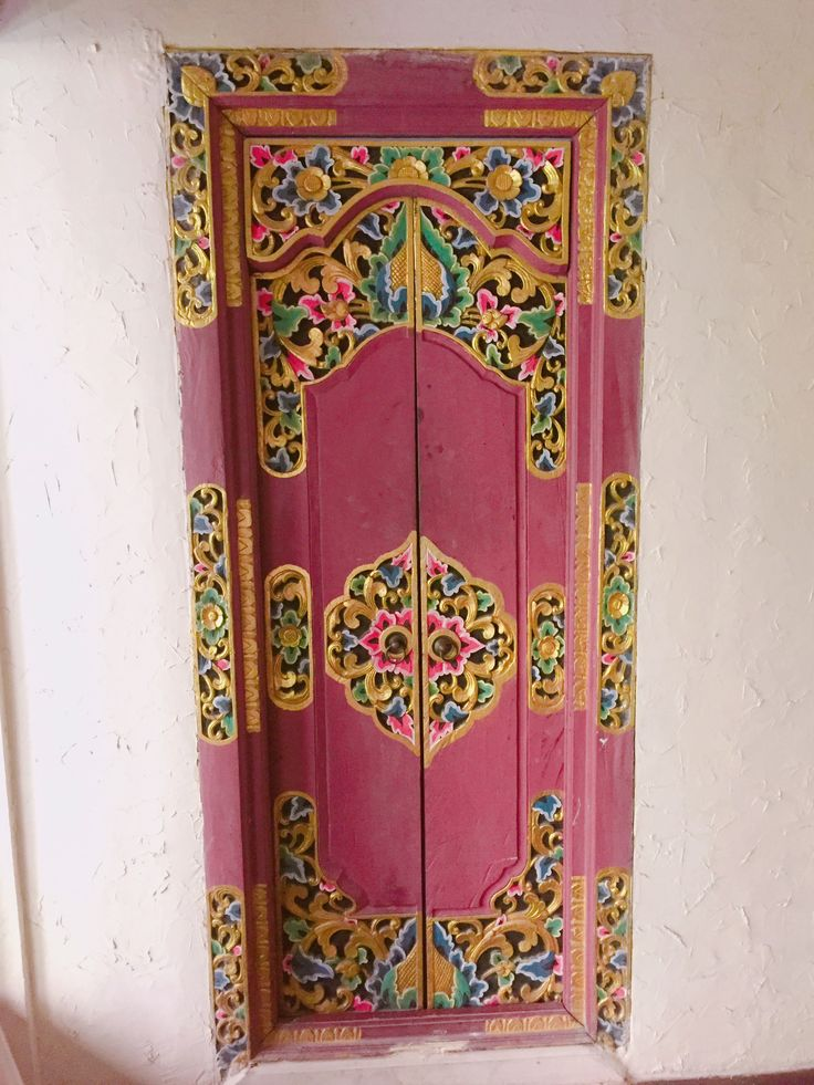 Beautiful Pink Balinese Door. | Only Stylish Holiday Villas In Bali. | www.affittabali.com