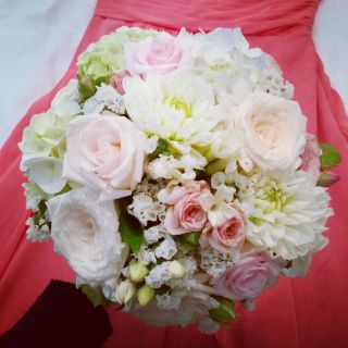Light pink bridal bouquet with dahlias and statice #sunpetalsflorist