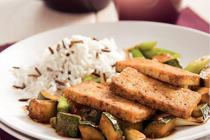 Kijk wat een lekker recept ik heb gevonden op Allerhande! Tofu met courgette uit de wok