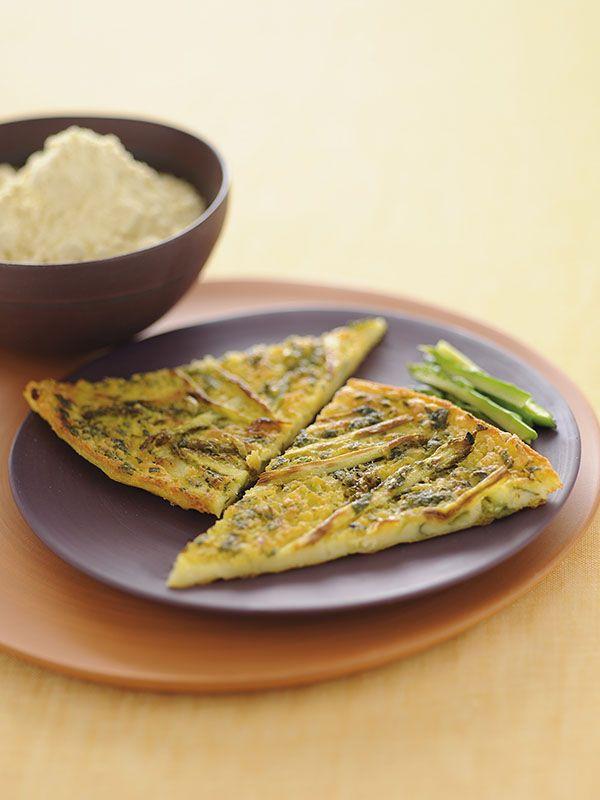 Uno stuzzicante piatto senza glutine ricco di fibre e proteine grazie alla presenza della farina di ceci che, unita agli asparagi e al prezzemolo, dona all'impasto un sapore davvero unico.