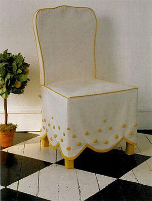 стул с отделкой из пуговиц
