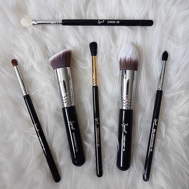 Today's essentials. ❤️ #sigmabeauty #sigmabrushes Photo: @makaylakipp