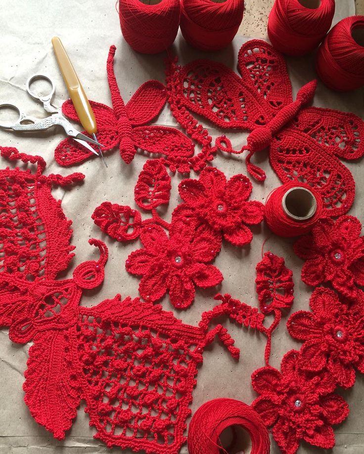 """Olá pessoal   Mais um trabalho concluído, desta vez foi a """"Blusa Escarlate"""".   utilizei o fio mercer crochet cor nº 469, as 3 espessuras e ..."""