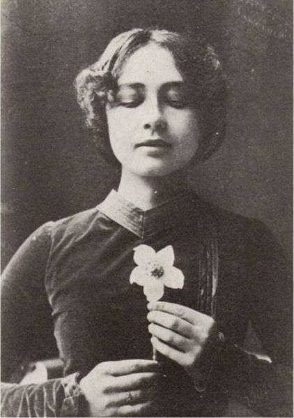 Photograph of the actress Harriet Bosse as the Lady in the première of August Strindberg's To Damascus at the Royal Dramatic Theatre in Stockholm in 1900.