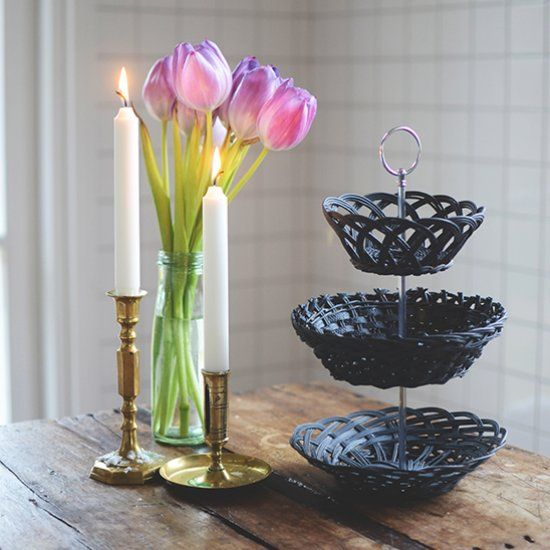 Make a cake stand with baskets in different sizes. (Swedish but with tutorial pictures)