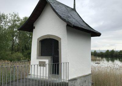 Via Jacobi : Le Chemin de St-Jacques de Compostelle en Suisse. Rapperswil et Pfäffikon sont reliées par une passerelle en bois qui traverse le lac de Zürich, appelé « Holzsteg ».