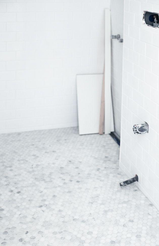Sexkantig Bianco Cararra-mosaik. Det här kan bli dyrt.
