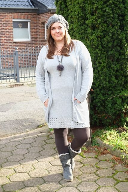 Strickkleid Ton in Ton grau monochrome   Plus Size Fashion Outfit   knit dress winter grey all over monochromatic beanie fur necklace