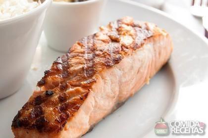 Receita de Salmão grelhado com molho de pimenta em receitas de peixes, veja essa e outras receitas aqui!