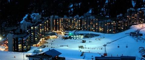 Iedereen geniet van een wintersport in La Plagne! La Plagne bestaat uit 11 verschillende dorpen die elk hun eigen karakter, dorpskern en gezelligheid   hebben. De dorpjes liggen tussen de 1250 en 2100 meter hoogte en zijn onderling via skiliften, pistes en wegen met elkaar verbonden.