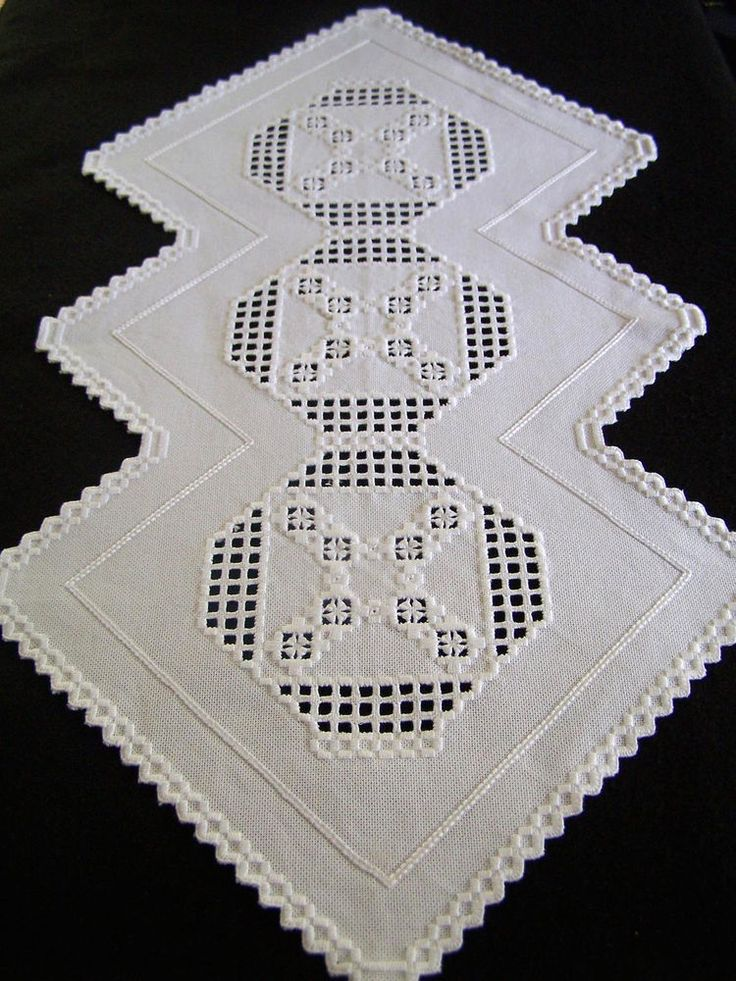 """Hand Embroidered WHITE HARDANGER Runner or Centerpiece 30/16"""" Exc Condition"""