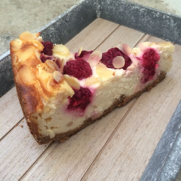 Quark cheesecake with raspberries and almonds :)