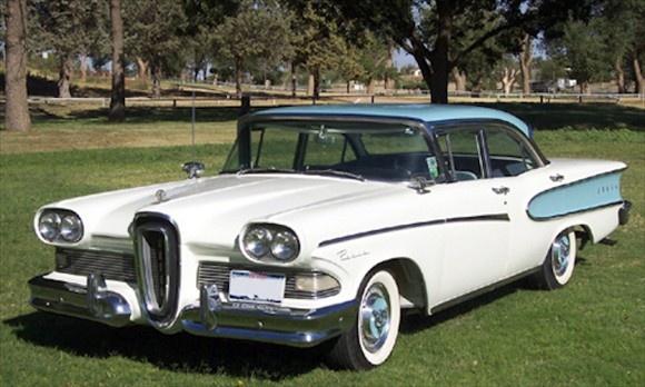 Ford Edsel. Zulk een auto reed er eind jaren '50, begin jaren '60 in ons dorp rond. De wagen was om verschillende technische mankementen geen groot succes, maar was wel van een onovertrefbare schoonheid.