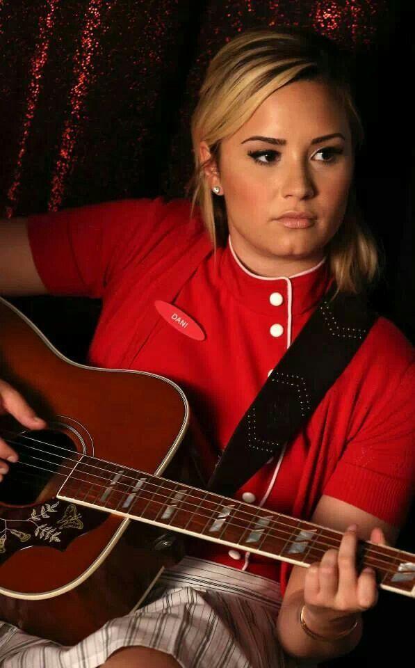 Demi Lovato in GLEE!!!!!!!!!!!!!!!!!!!!!!!!!!!!!!!!!!