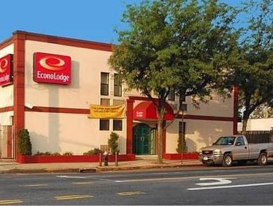 New York (NY) Econo Lodge South Ozone Park Hotel United States, North America Ideally located in the prime touristic area of John F. Kennedy International Airport, Econo Lodge South Ozone Park Hotel promises a relaxing and wonderful visit. The hotel offers a wide range of amenities and perks to ensure you have a great time. Service-minded staff will welcome and guide you at the Econo Lodge South Ozone Park Hotel. Internet access – wireless, internet access – wireless (complime...