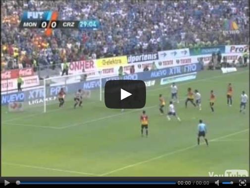 Video del resumen y goles entre Morelia vs Cruz Azul partido que corresponde a la vuelta de los Cuartos de Final de la Liga MX Clausura 2013. Marcador Final: Morelia 1-0 Cruz Azul. Global: Morelia 3-4 Cruz Azul.