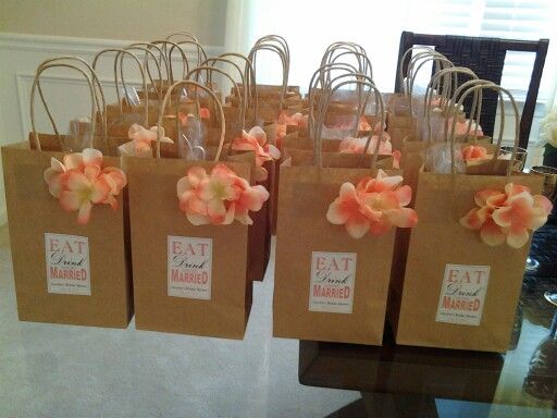 Wedding Gifts For A Bride: Gift Bags For Wine Theme Bridal Shower.